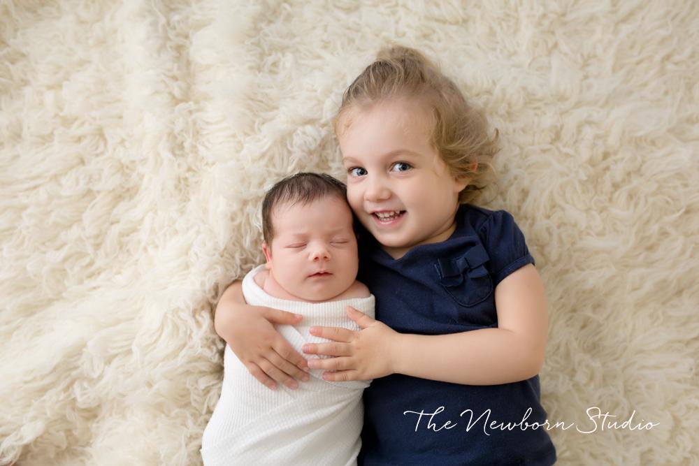 sibling newborn sister studio